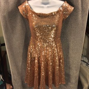 Lulu's Sequin Rose Gold Mini Dress, size Small